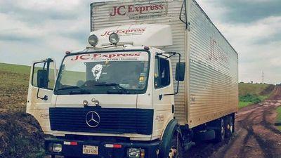 Camino feo trancó robo: ladrones abandonaron camión repleto de electrodomésticos