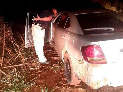 Recuperan vehículo robado tras persecución