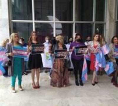 Activistas trans solicitan reconocimiento de sus nombres