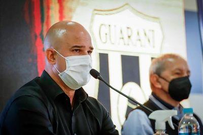 """Fernando Jubero """"se queda, tiene contrato largo"""""""