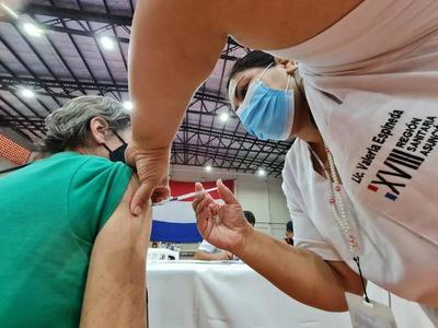 Tercera dosis: Paraguay iniciará aplicación a mayores de 50 y personal de blanco con seis meses de intervalo