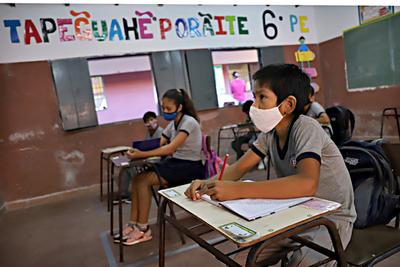 Propuesta del 11% a docentes responde a coyuntura económica que vivimos, afirma ministro