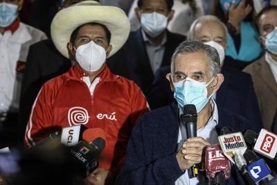 El Gobierno de Perú se ve fuerte pese a que Fitch bajó su clasificación crediticia