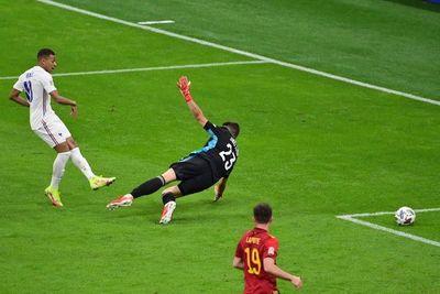UEFA defiende reformulación del fuera de juego tras gol de Mbappé