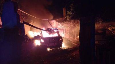 Detienen a un hombre por quemar el automóvil de su rival y la casa de su expareja