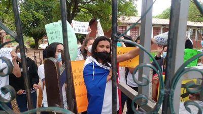 Estudiantes de Loreto toman colegio en apoyo a sus docentes