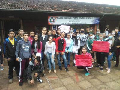 "Estudiantes de Itapúa levantaron ""toma"", pero seguirán alertas"
