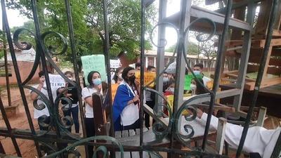 Loreto: Estudiantes toman colegio en apoyo a docentes
