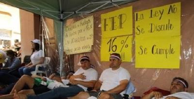 Docentes levantan la huelga de hambre, pero insistirán con el 16% de reajuste