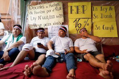 Gobierno cede a demanda salarial de docentes pero con plazos