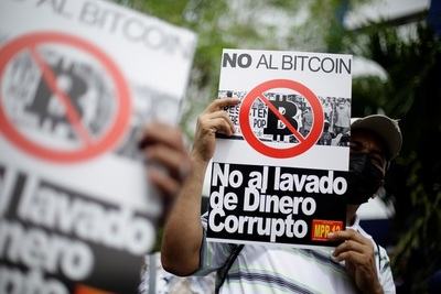 Salvadoreños denuncian ante una ONG el uso ilegal de datos en la billetera bitcóin