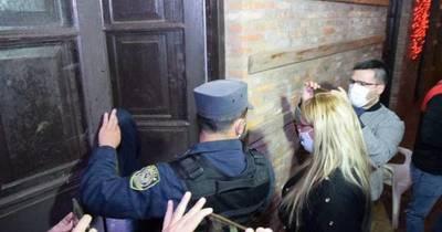 La Nación / Un detenido tras allanamiento en procura de los sicarios del cuádruple homicidio