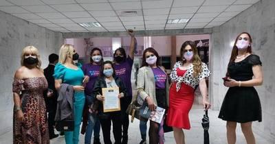 La Nación / Ocho personas transexuales inician acciones judiciales para cambiar sus nombres