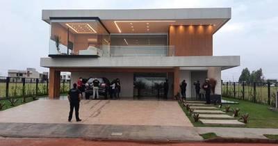 La Nación / Fiscalía allanó varias propiedades vinculadas a la organización criminal liderada por Miguel Ángel Servín