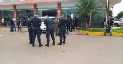 La Nación / Familiares de policías consideran injusto los traslados masivos en Amambay