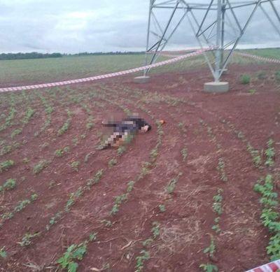 Hallan cadáver al costado de una torre de alta tensión en Minga Guazú