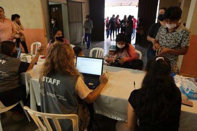 Ciudad Mujer Móvil prestó más de 740 servicios en San Cosme y Damián