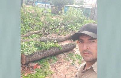 Crónica / PODADOR SALVATORE. Ayudó a golpeados por árboles caídos