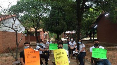 Docentes levantan  huelga de hambre, pero no garantizan el retorno a clases