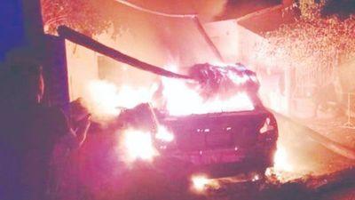 Incendió el auto del novio de su expareja