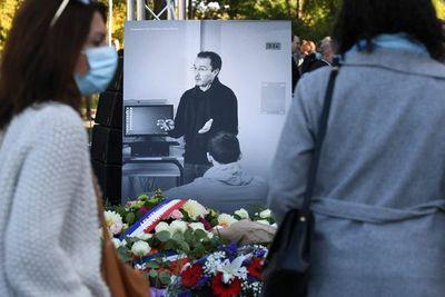 Francia homenajea al profesor asesinado por mostrar las caricaturas de Mahoma