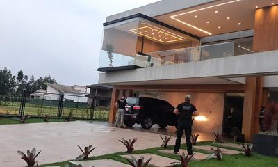 """Operación """"BELIA"""": Allanan lujosas viviendas en PJC pertenecientes a presunto narco"""