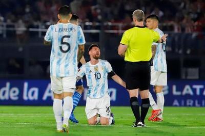 Las equivalencias del árbitro en un partido de fútbol con los políticos y el Estado