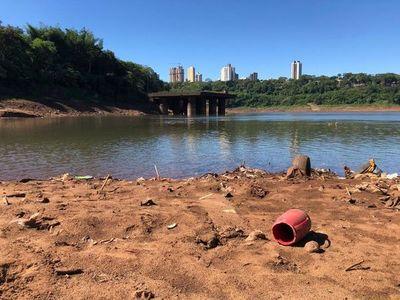 Hallan cadáver que flotaba en río Paraná