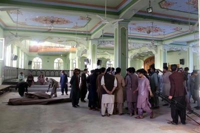 Suben a 60 los muertos del atentado contra una mezquita chií en Afganistán
