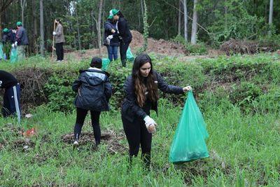 Itaipu y otras instituciones realizaron gran minga ambiental en el Parque Guasu Metropolitano
