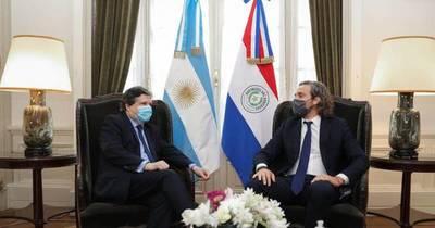 La Nación / Argentina abrirá el puente, pero a cambio pidió investigar muerte de niñas en combate militar