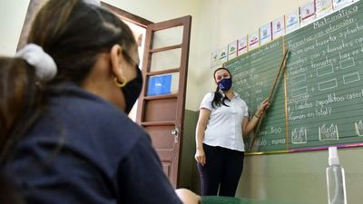 """El lunes se reanudan clases, pero docentes advierten que pueden interrumpirlas """"en cualquier momento"""""""