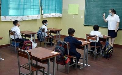Docentes deciden regresar a aulas desde el lunes