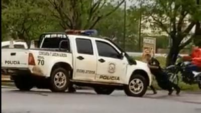 Mientras el crimen organizado mantiene en zozobra a la frontera, policías deben empujar su patrullera