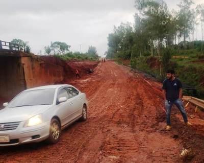 MOPC habilita paso auxiliar sobre el arroyo Lorito en Tacuatí dañado por lluvias