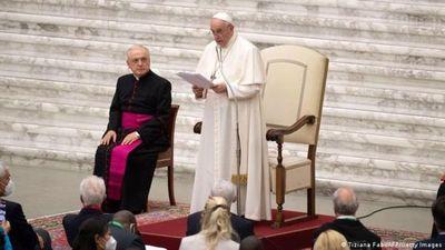 Papa Francisco pide un salario universal y la reducción de la jornada laboral