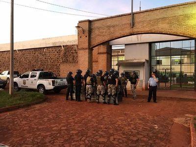 Familiares de policías de Amambay se oponen a traslados masivos