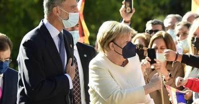 La Nación / Naomi emocionada, Chris y Dakota, Isabel sale con bastón, Angelina vuelve a sonreír y Felipe condecora a Merkel