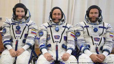 Cineastas que grabaron película en el espacio vuelven a la Tierra