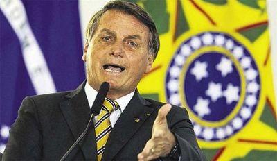 Jair Bolsonaro veta ley de distribución de toallas higiénicas y genera alboroto