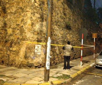 Iglesia de La Encarnación: colocan alertas para peatones en la zona del muro