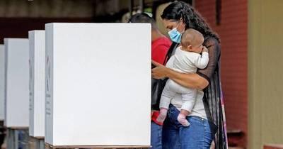 La Nación / Destacan leve aumento de presencia femenina en municipios, con 31 intendentas electas