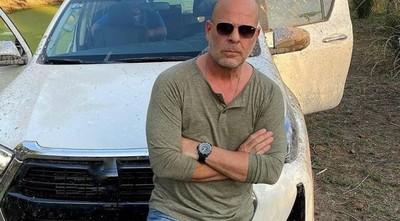 ¡Furor en las redes sociales! Doble de Bruce Willis causa sensación en Paraguay