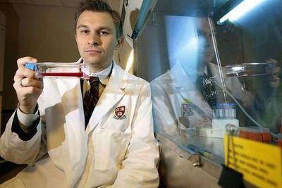 Cómo trabaja David Sinclair, el genetista que asegura que podrá detener el envejecimiento