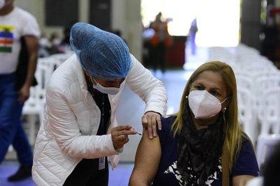 Todavía queda mucha gente sin la primera, pero Salud habilita desde mañana la tercera dosis contra el Covid-19
