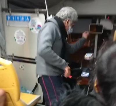 Crónica / El pasajero bailarín que ¡alegra el viaje en bus!