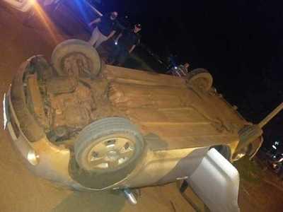Aparatoso choque y vuelco de vehículo en Minga Guazú