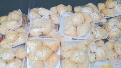 Una argentina quedó varada y vende chipa para sobrevivir