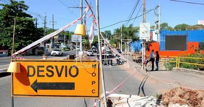 La Nación / Piden reparar puente clausurado para evitar tragedia en Lambaré