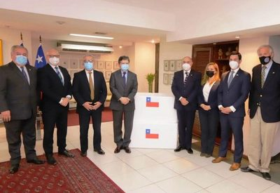 Paraguay recibe cooperación de 100.000 dosis de vacunas de Chile